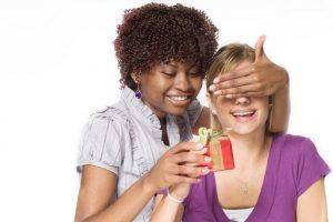 Cómo saber qué regalar a un amigo