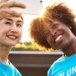 Cómo un voluntariado te ayudará a crear amistades intensas y duraderas