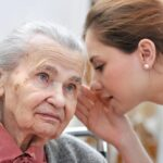Consejos para convivir con personas con dificultades auditivas