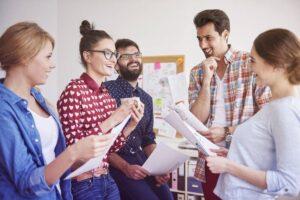 Pros y contras de contratar a amigos y familiares en tu empresa