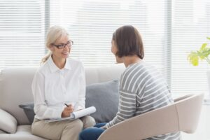 ¿Pueden ser amigos psicólogo y paciente?